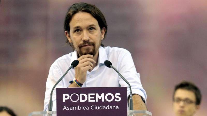 Pujol saluda a la prensa a la entrada de un acto en Barcelona antes de que se destapase el caso.