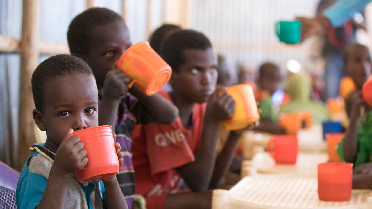 El «skatepark» con ADN asturiano en el corazón de África.Niños en un campo de refugiados de Etiopia