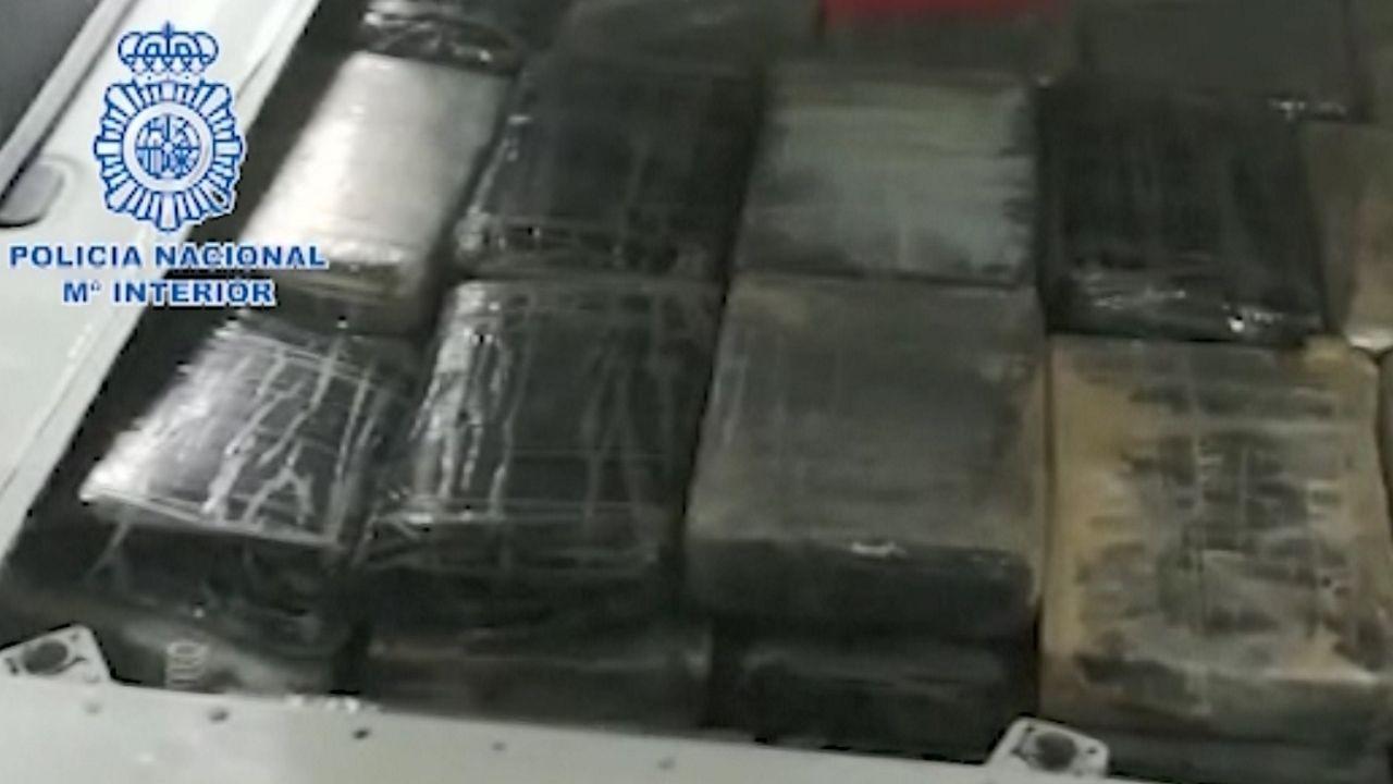 Imagen facilitada por la Policía Nacional de parte de los paquetes incautados