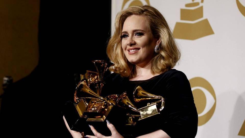 Adele durante la ceremonia de los Grammy del 2012