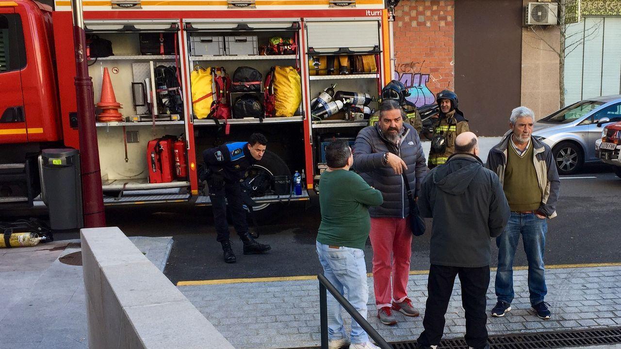 Un incendio en un garaje obliga a desalojar un edificio de la calle Quintela de Vigo.Un incidente anterior en el mismo edificio