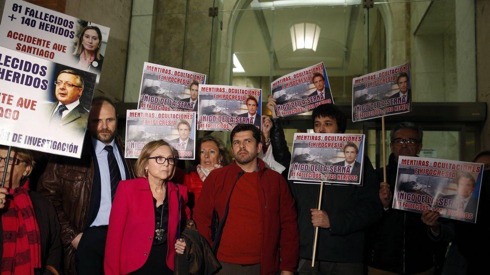 .Miembros de la plataforma, tras reunirse con el ministro de Fomento, Íñigo de la Serna