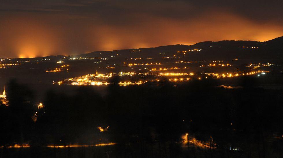 .Los incendios forestales de Asturias, desde Ribadeo.