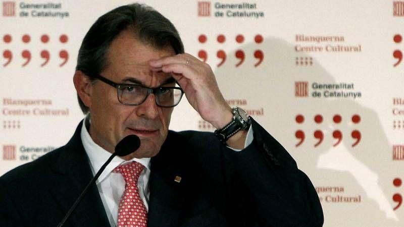 Gritos de «Visca España» durante la rueda de prensa de Mas