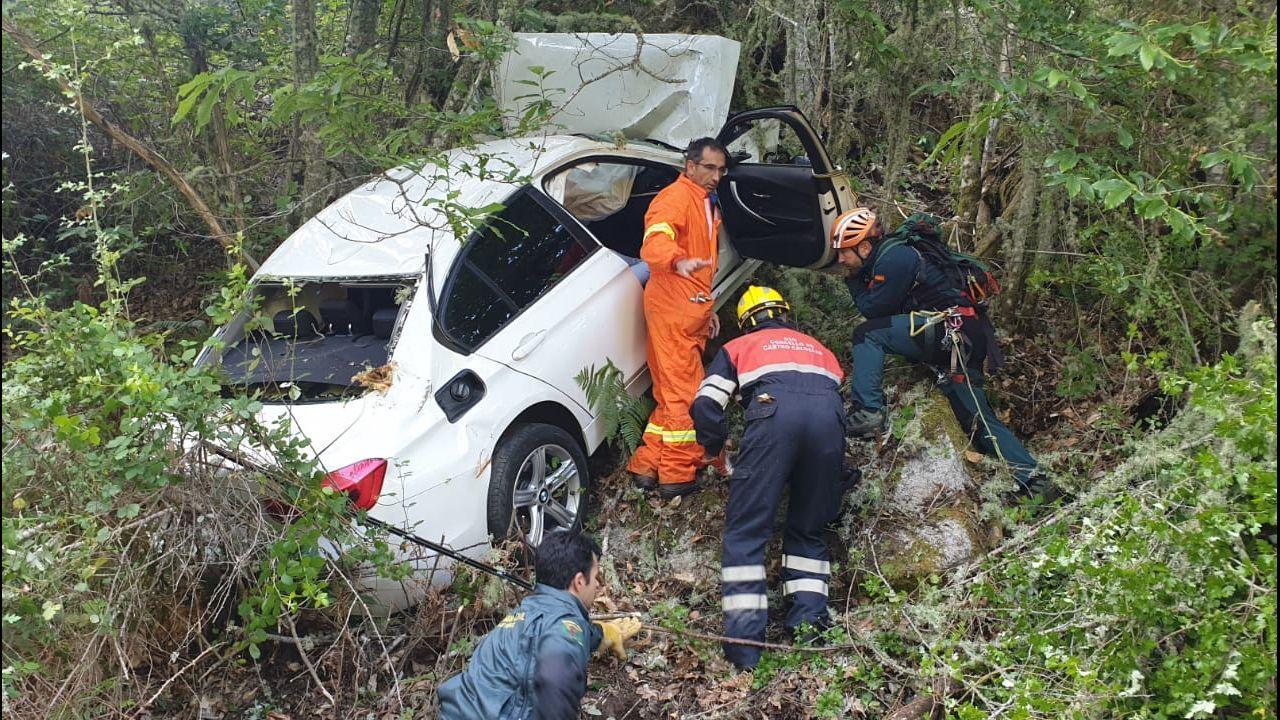Una conductora herida tras volcar con su coche en uno de los puntos negros de la AG-55.II Carrera solidaria por la seguridad en Oviedo