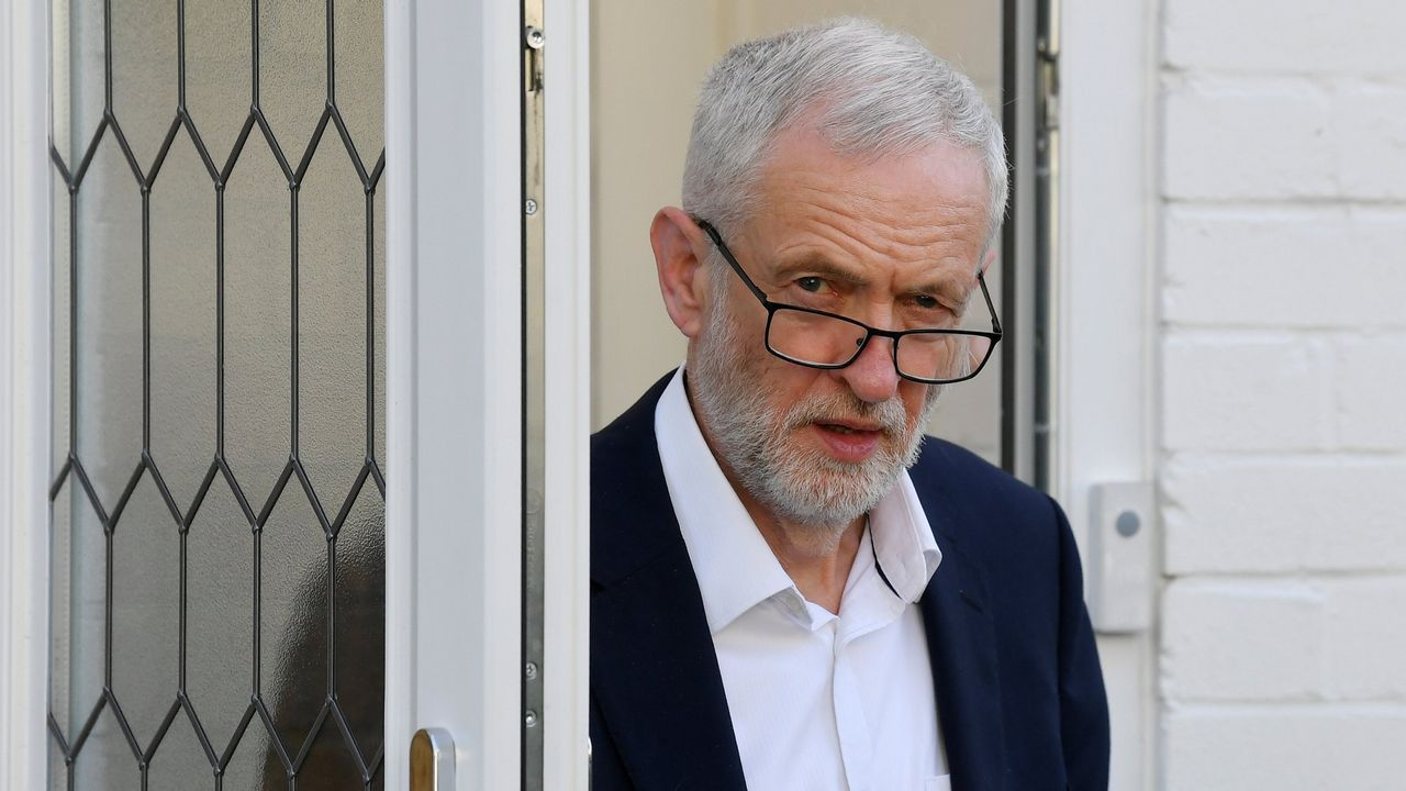 Jeremy Corbyn, saliendo de su casa en Londres