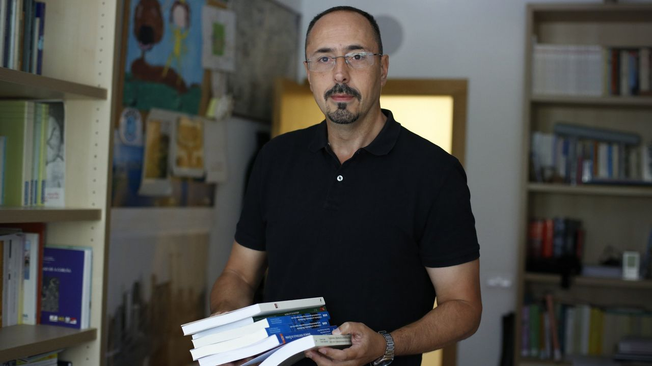 Jesús Mirás enseña Historia Económica en la Facultad de Economiá de A Coruña.