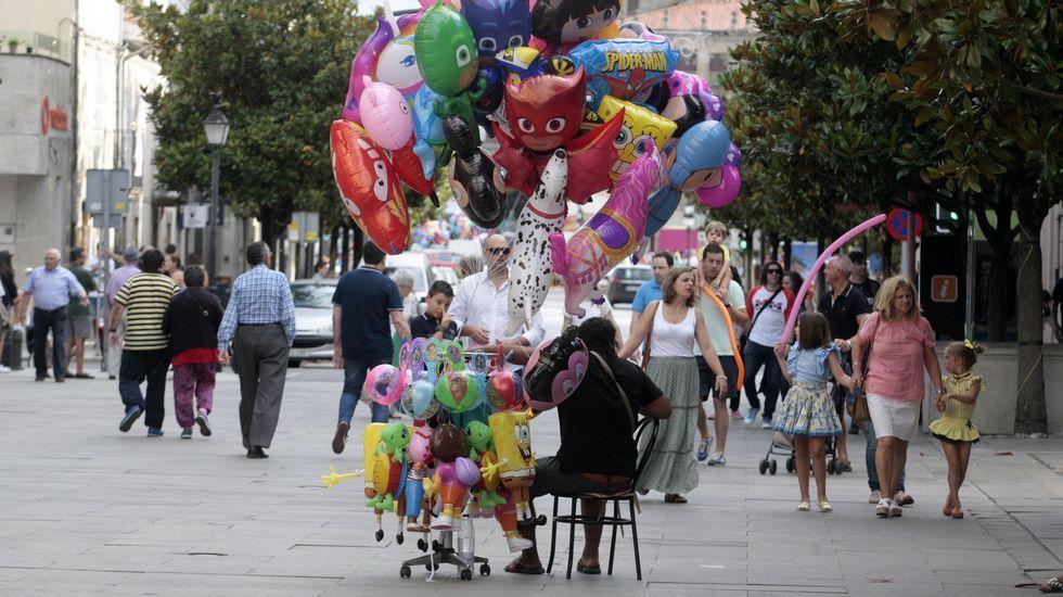 Un vendedor de globos en la calle Cardenal