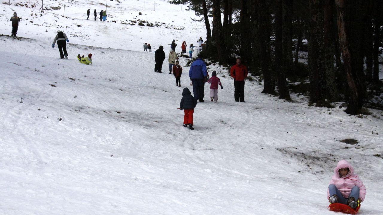 La Semana Santa en Asturias se pinta también de blanco.Campeonato de esquí celebrado en la estación de Pajares