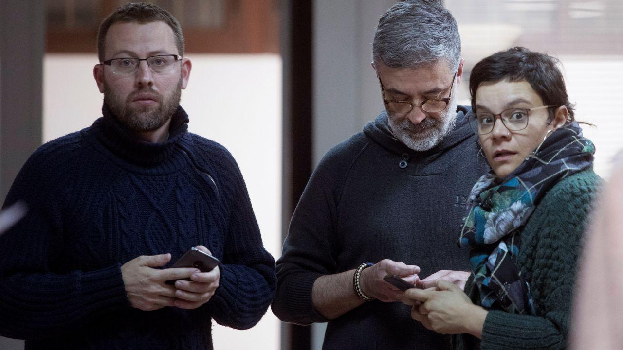 .El cabeza de lista de la CUP. Carles Riera, junto a Vidal Aragonés y Natalia Sánchez.