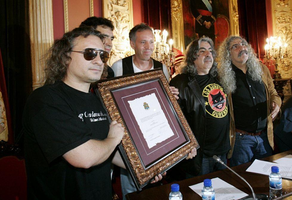 Bronca entre las juventudes del PP y PSOE por... ¡La guerra civil!.El grupo de rock Los Suaves, los últimos en recibir la máxima distinción del Concello.