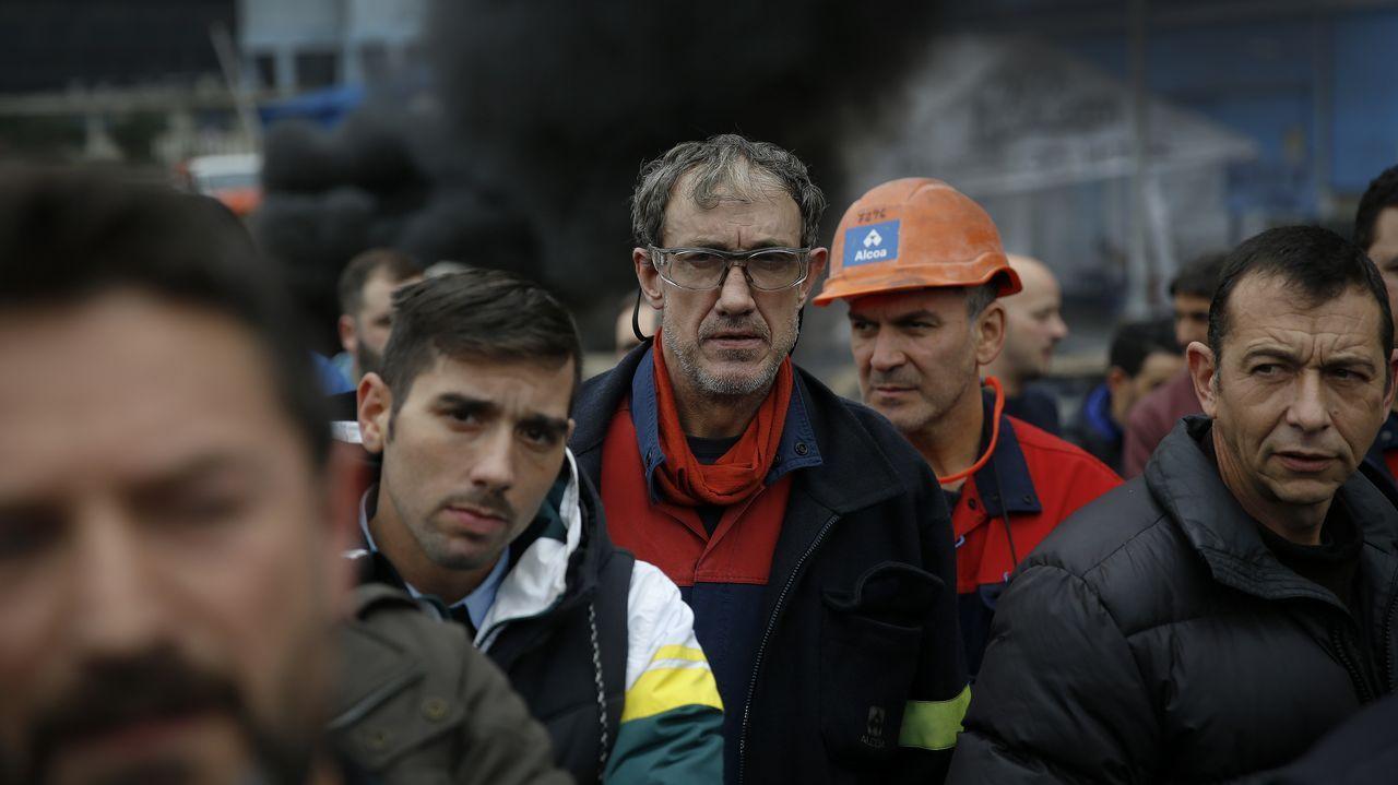 Los trabajadores de Alcoa alzan la voz en la Torre de Hércules.Panorámica de Oviedo