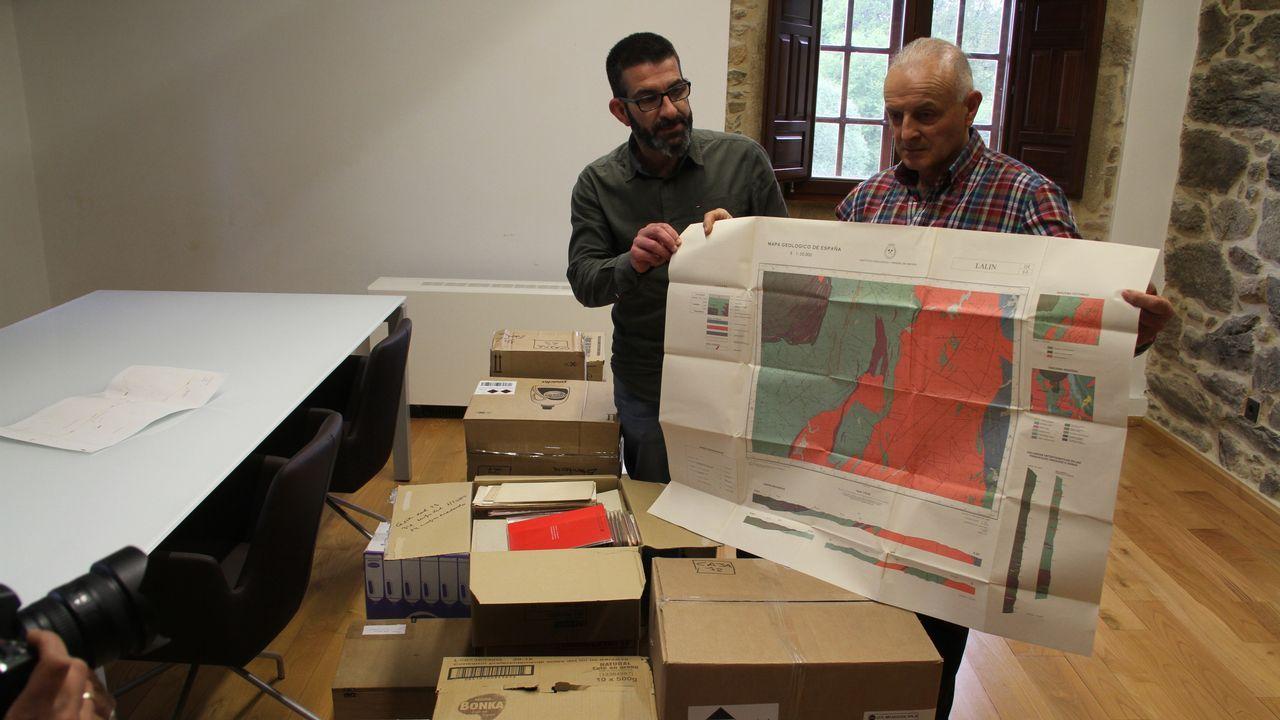 David Arias (a la izquierda) con su grupo de investigación de Geología Aplicada a la Ingeniería de la Universidad de Oviedo