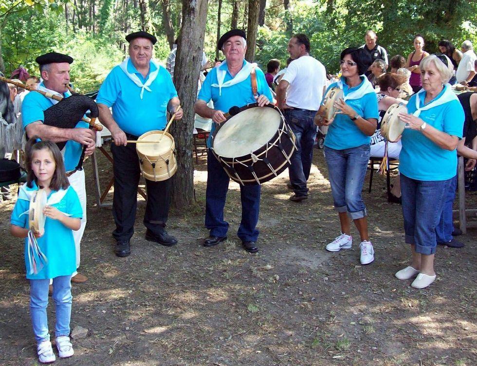 Os da Boina son ya conocidos en las romerías de Leiro.