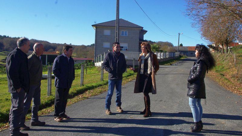 La delegada de la Xunta, Raquel Arias, y el alcalde de Antas, Javier Varela, visitaron la pista entre Aboi y Carreiros