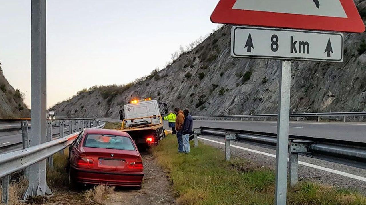 Accidente causado por la irrupción de un jabalí en una carretera de Noia