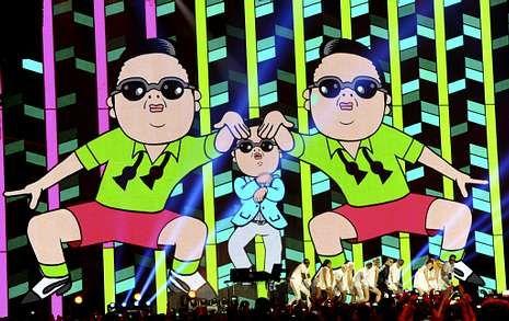 Super Bowl 2013: Todo preparado en Nueva Orleáns.Psy interpretando su canción «Gangnam Style» en los premios MTV Europa en Fráncfort.