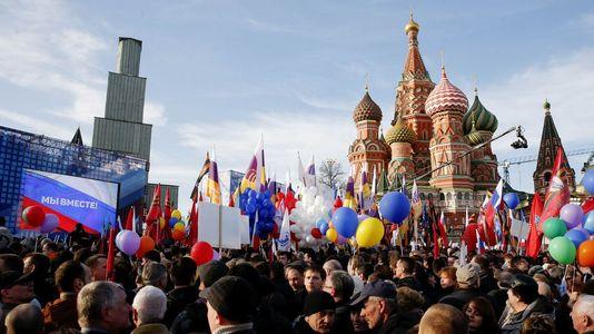 Multitudinaria manifestación en Moscú para festejar el aniversario de la anexión de Crimea