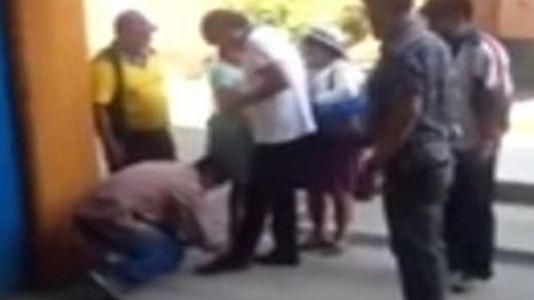 Evo Morales pide que le aten los cordones