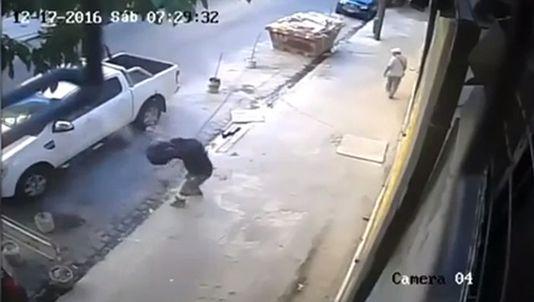 Un ladrón intenta robar a un conductor y acaba tiroteado