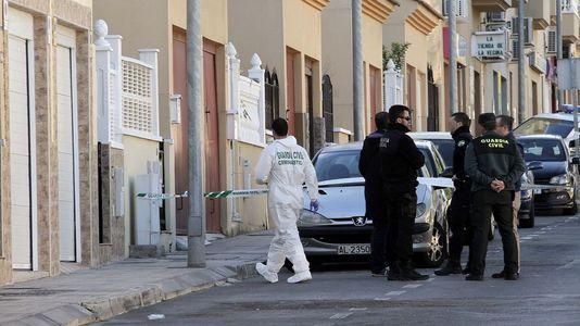 Hallan una mujer degollada en Almería y la policía detiene a su expareja