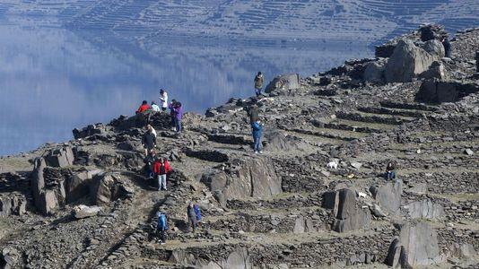 Aluvión de turistasen las construcciones que emergen de las aguas de los embalses
