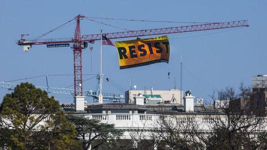 Espectacular protesta de Greenpeace contra Trump en Washington