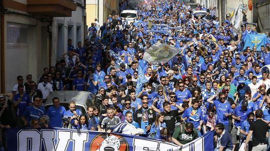 Los aficionados del Oviedo invaden Lugo