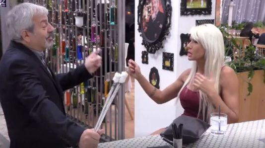 Carmen: «Hago acrobacias vaginales. Saco 35 metros de pañuelos, flores, abro botellines?»