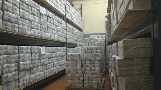 La hipnótica destrucción de 350 millones de billetes