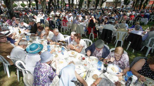 Jubilados de toda la provincia, de fiesta en<span lang=&quot;gl&quot;> Castro de Ribeiras de Lea</span>