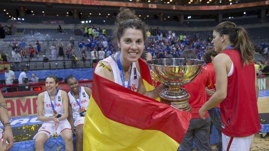 La imágenesde Bea Sánchez en la celebración del oro en el Eurobasket