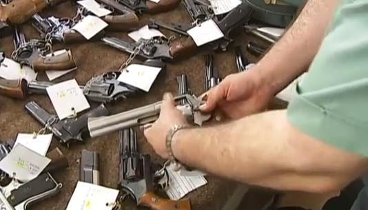 ¿Cómo se compra una pistola legalmente en España?
