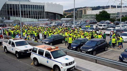 Así fue la protesta a pie contra el cierre del Monte Caxado llega a A Coruña