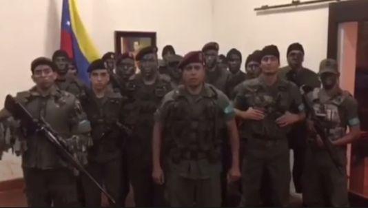 Un grupo de militares se subleva contra el Gobierno de Maduro