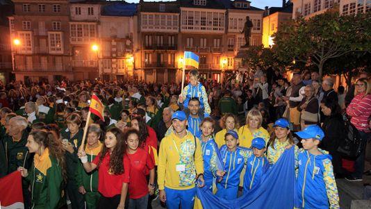 Equipos de todo el mundodesfilan en Viveiro