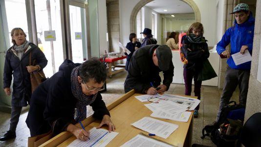 Recogida de firmas en el Marco para reclamar la continuidad de su proyecto artístico