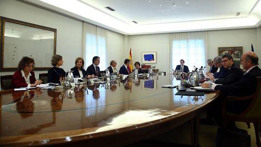 Reunido de urgencia el Consejo de Ministros para aplicar el 155