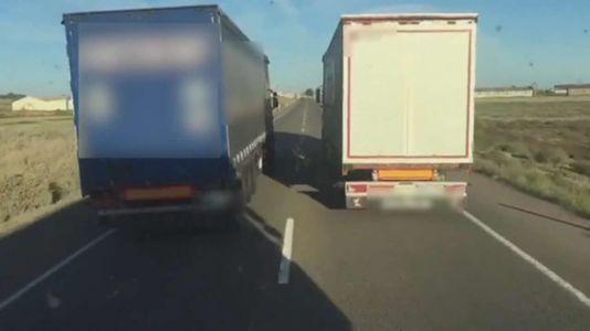 Las maniobras de dos camioneros kamikazes que casi provocan varios accidentes