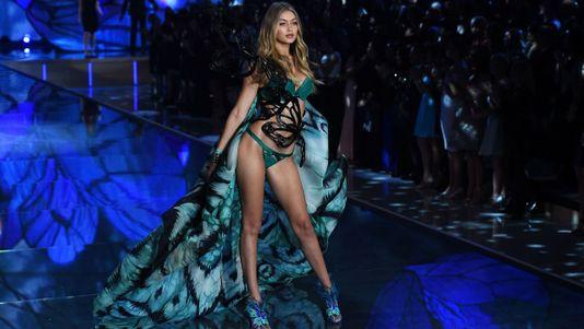 Los ángeles de Victoria's Secret tienen alas, pero no visado