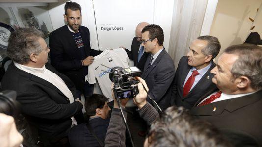 Diego López inaugura la nueva sede de la Federación Gallega de Fútbol