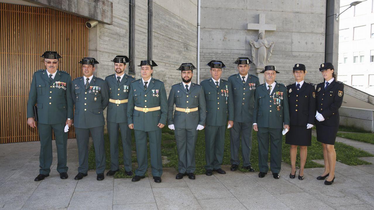 .DIÁ DEL PILAR | Carballo. Acudieron no solo miembros de la Guardia Civil, sino también de la Policía Nacional.