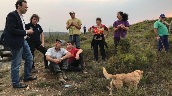 El consejero de Presidencia y Participación Ciudadana, Guillermo Martínez, visitó el fin de semana la zona de Seroiro, en Ibias, afectada por los incendios forestales