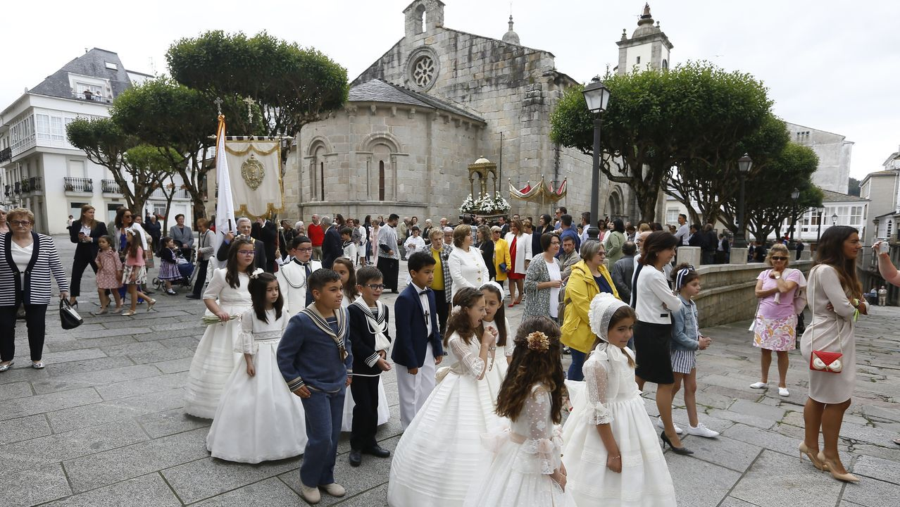 Viveiro saca al Corpus en procesión