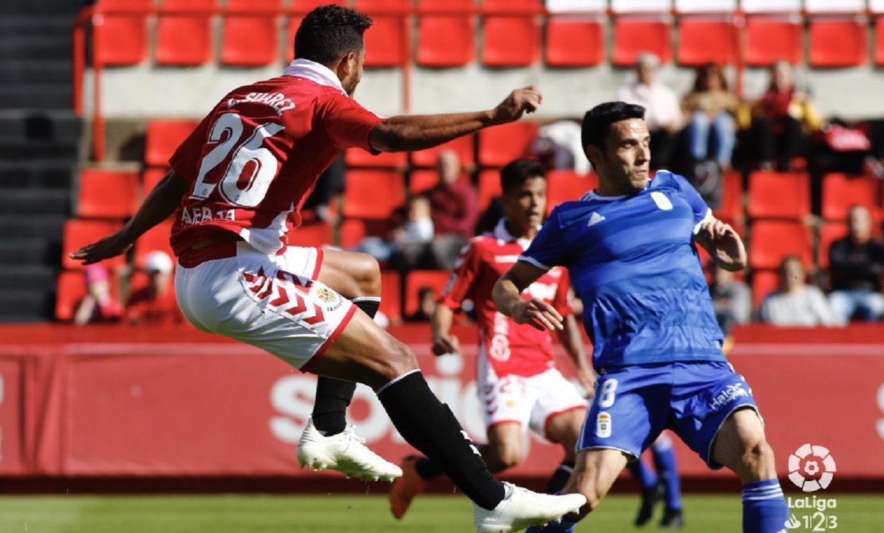 Gol Luis Suarez Ramon Folch Nastic Real Oviedo Nou Estadi.Ramón Folch no puede evitar el gol de Luis Suárez