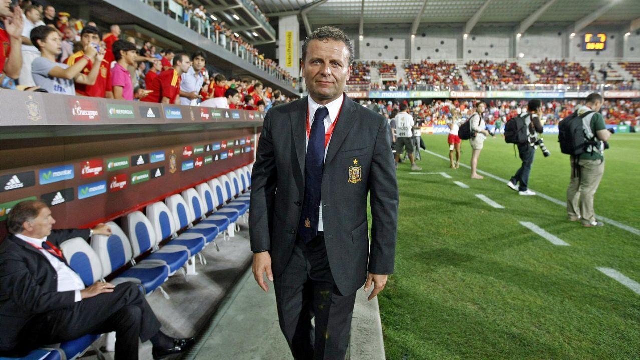 El doctor Cota, durante un partido de la selección española disputado en Pasarón