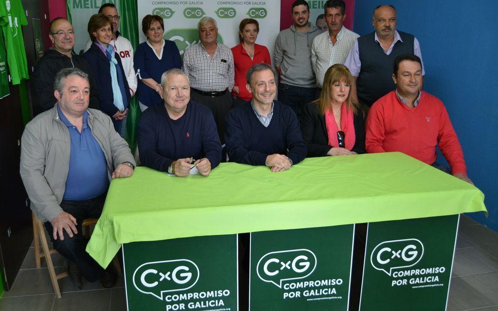 Xoán Bascuas, en el centro, con los candidatos de CxG en la comarca, de izquierda a derecha: Xosé Real (Samos), Benjamín Escontrela (Sarria), Marcelina López (O Páramo) y Carlos Fernández (Láncara).