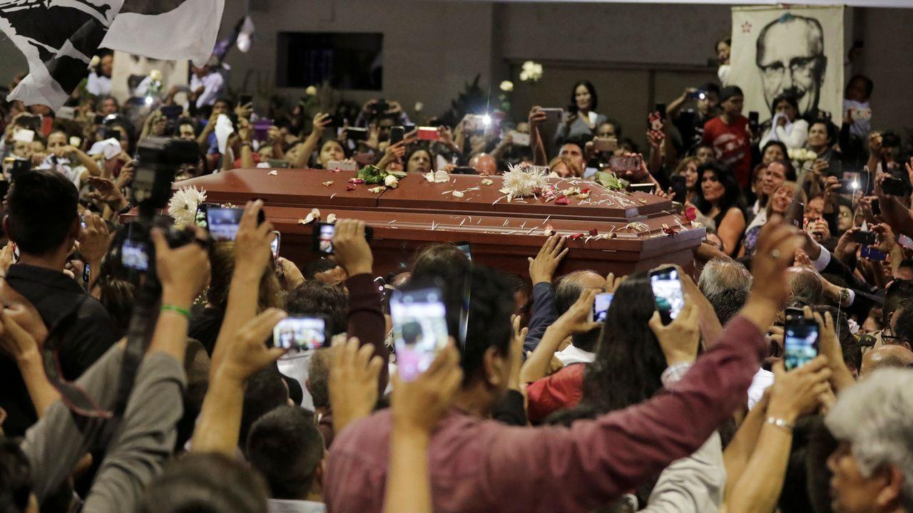 Al menos ocho muertos en un terrible accidente de autobús en Perú.Cientos de seguidores dieron su último adiós en Lima al expresidente Alan García