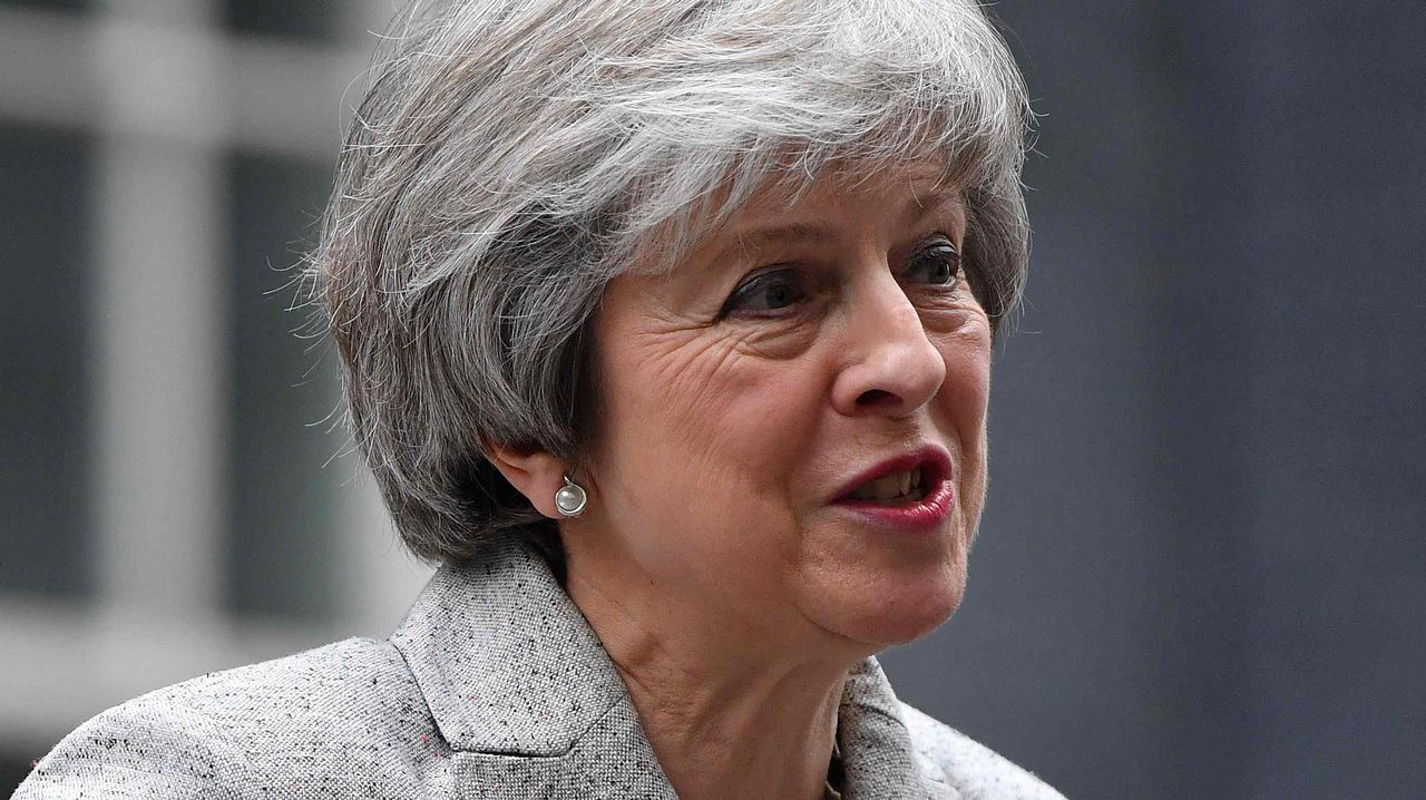 Sánchez: «Con la salida del Reino Unido perdemos todos, pero en relación con Gibraltar, España gana».Theresa May y Jean-Claude Juncker, esta mañana