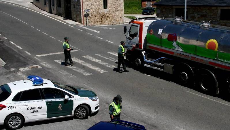 Imagen de archivo de una cola ante la oficina de empleo en Monelos.